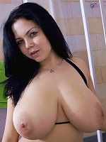 Goth babe gets her big tits wet